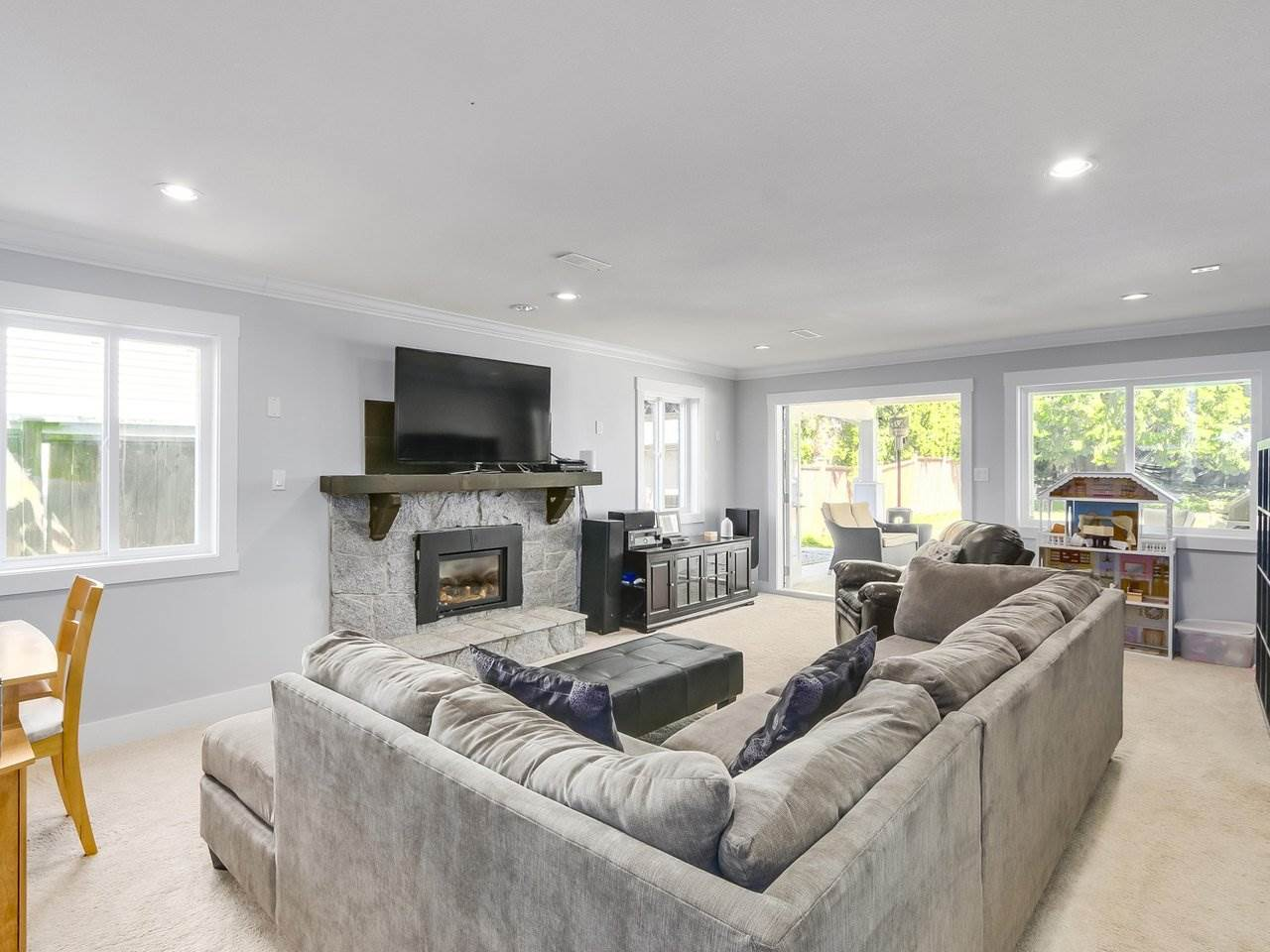 Detached at 19957 39A AVENUE, Langley, British Columbia. Image 8