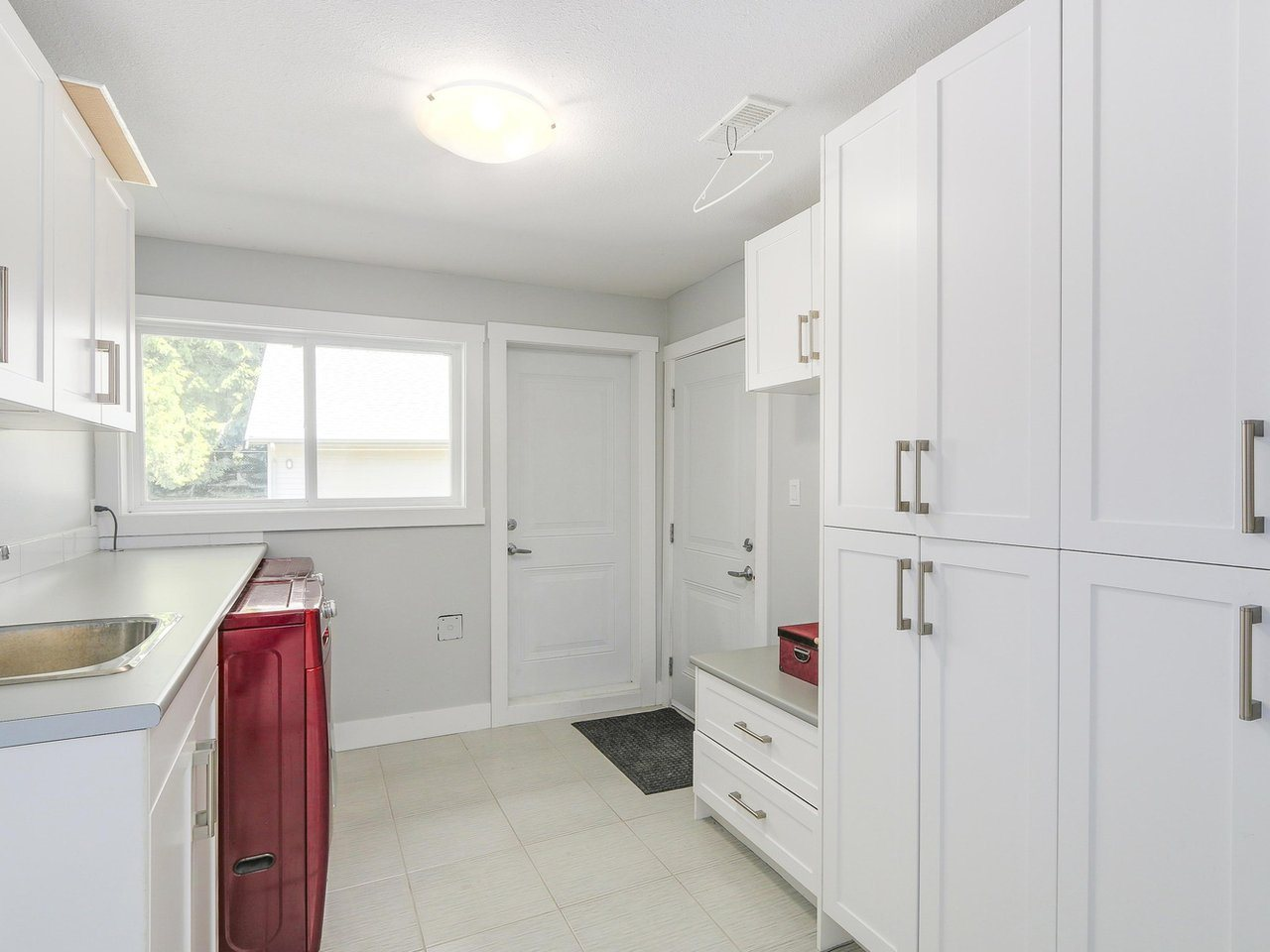 Detached at 19957 39A AVENUE, Langley, British Columbia. Image 11