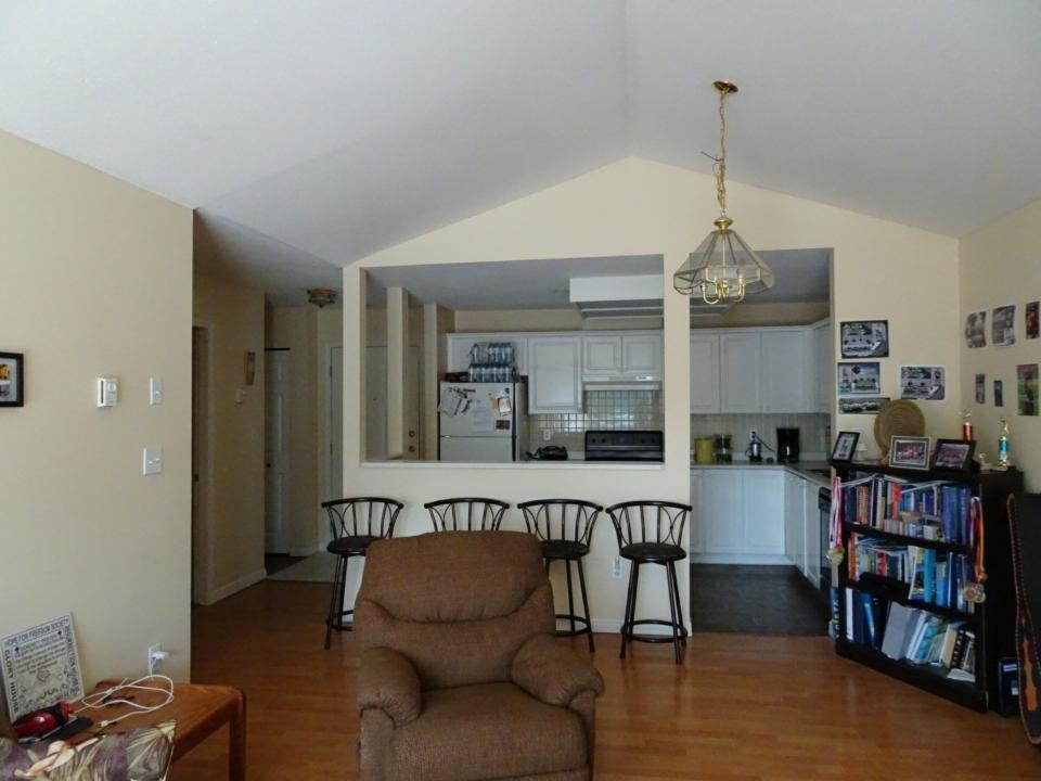 Condo Apartment at 305 33669 2ND AVENUE, Unit 305, Mission, British Columbia. Image 3
