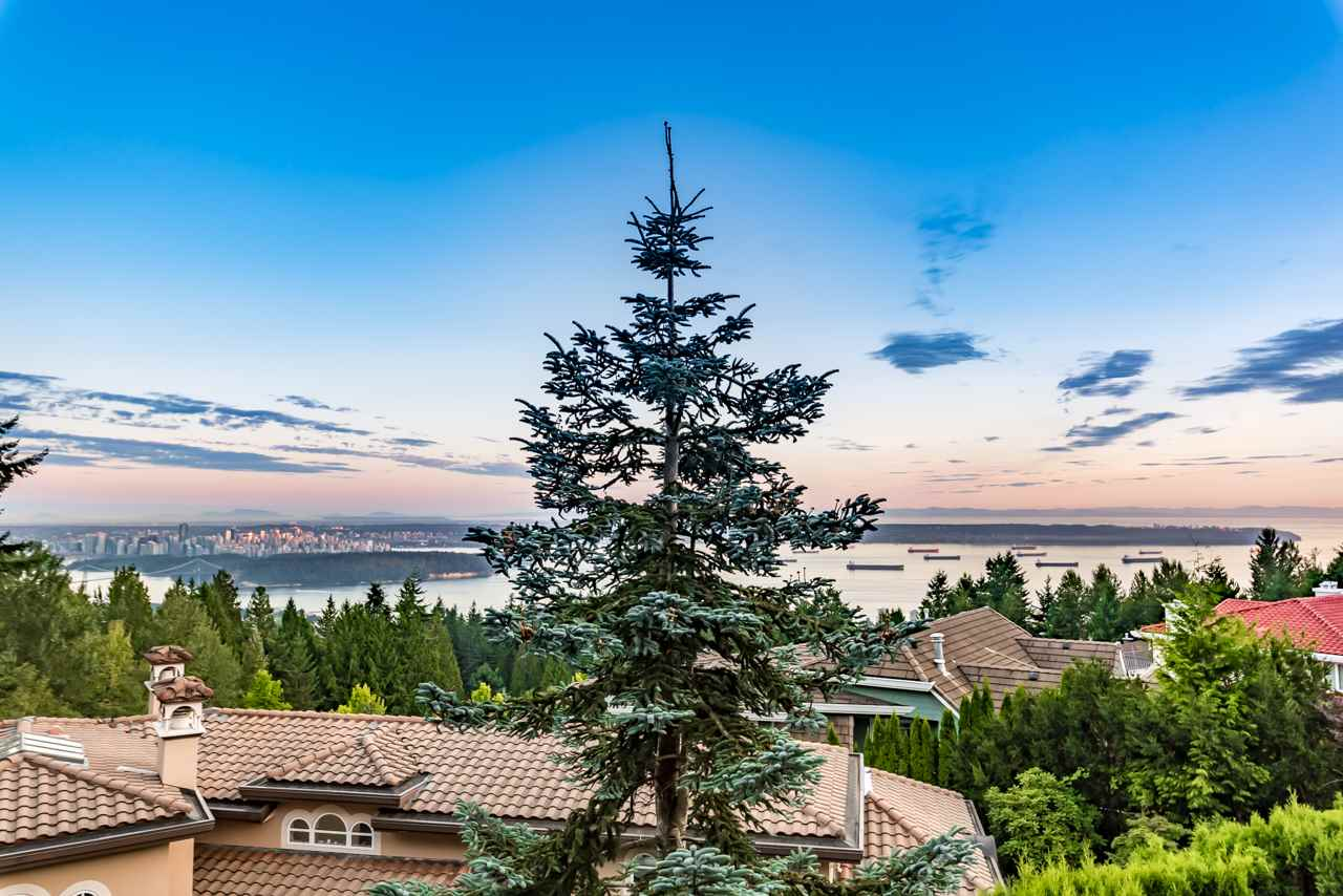 Detached at 1502 ERRIGAL PLACE, West Vancouver, British Columbia. Image 11