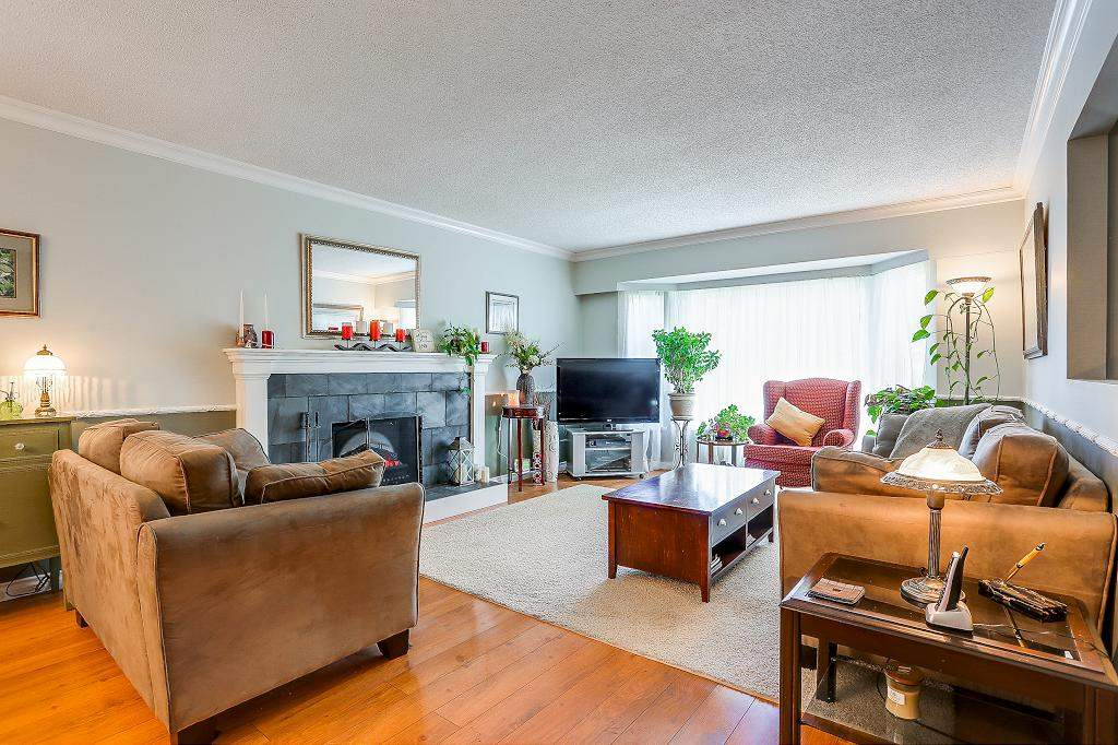 Detached at 8736 TULSY CRESCENT, Surrey, British Columbia. Image 2