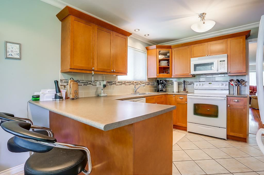 Detached at 8736 TULSY CRESCENT, Surrey, British Columbia. Image 5