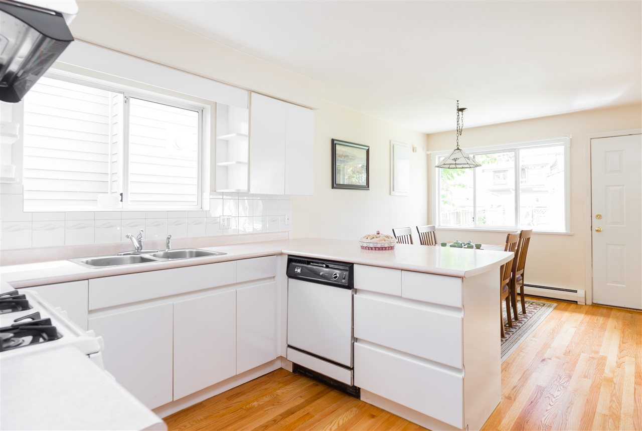 Detached at 6089 HOLLAND STREET, Vancouver West, British Columbia. Image 6