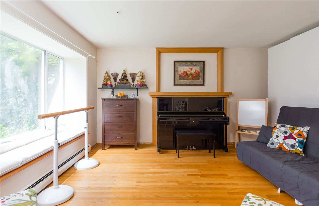 Detached at 6089 HOLLAND STREET, Vancouver West, British Columbia. Image 9