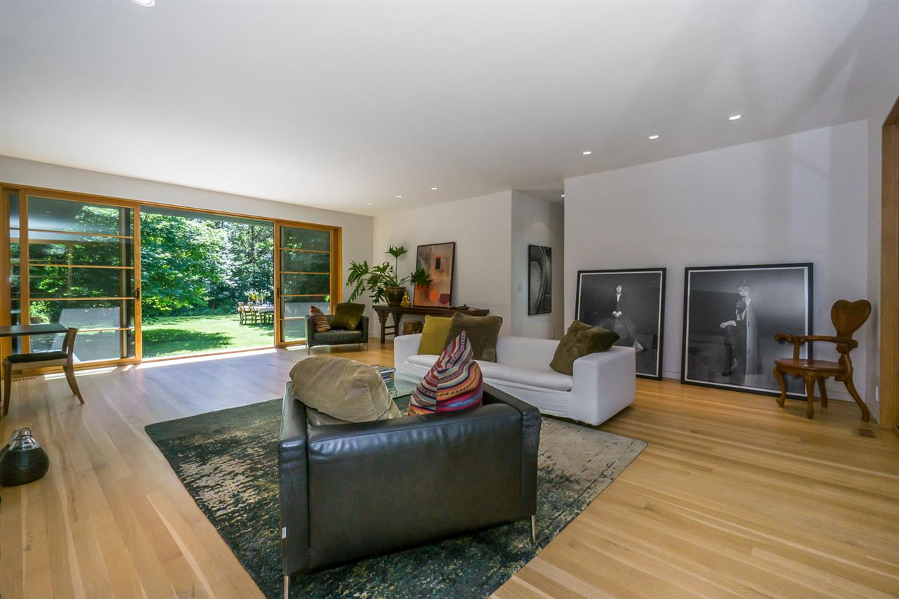 Detached at 8862 MACKIE STREET, Langley, British Columbia. Image 3