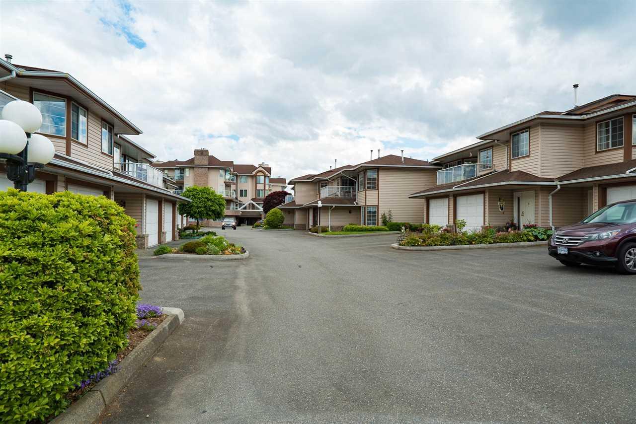 Townhouse at 21 32659 GEORGE FERGUSON WAY, Unit 21, Abbotsford, British Columbia. Image 3