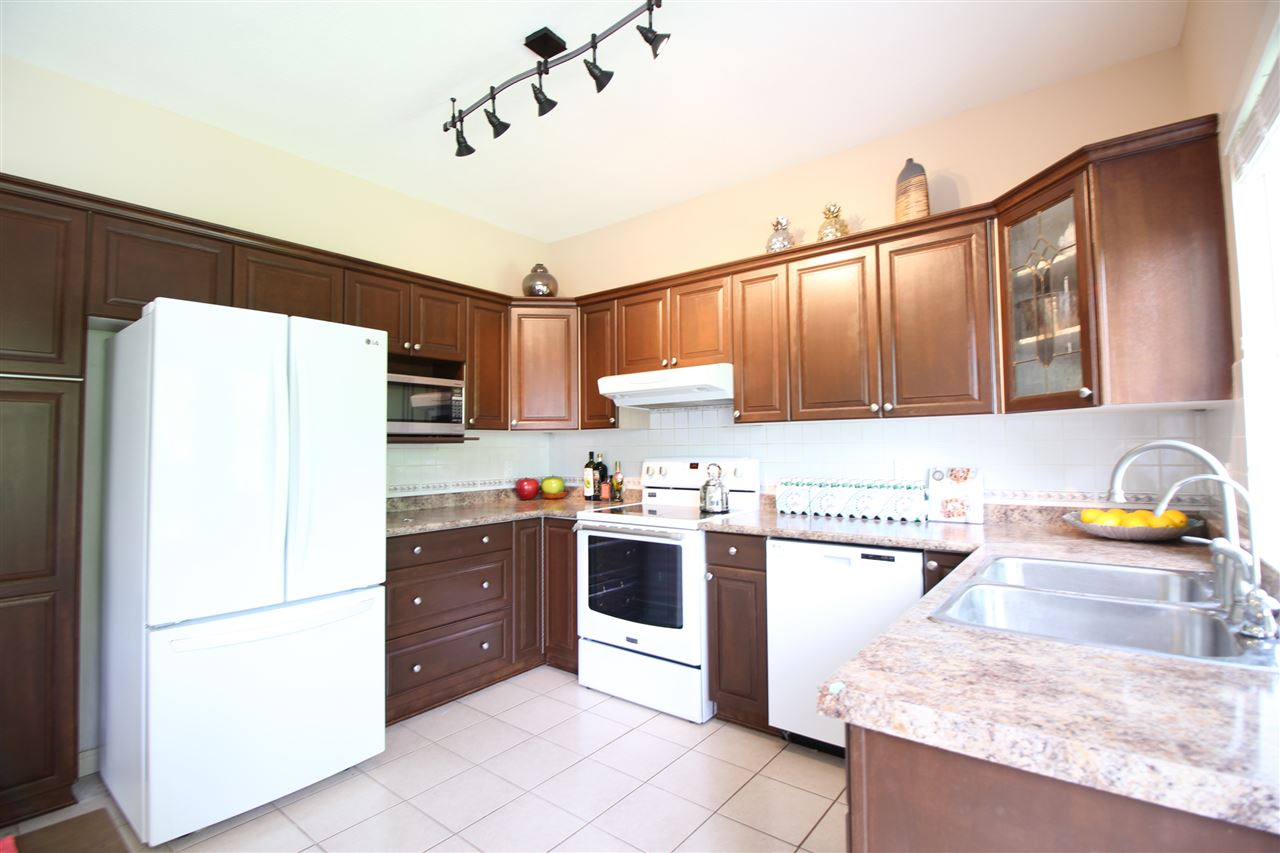 Detached at 807 FOWLER COURT, Coquitlam, British Columbia. Image 3