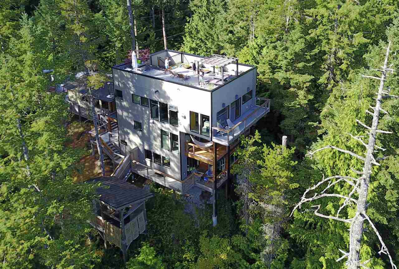 Detached at 9752 SECRET ROAD, Sunshine Coast, British Columbia. Image 2