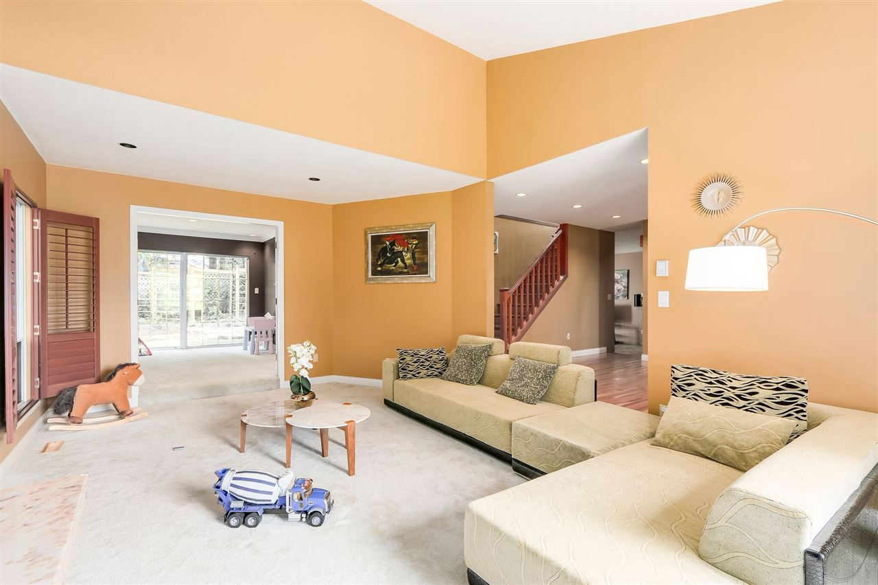 Detached at 13038 SUMMERHILL CRESCENT, South Surrey White Rock, British Columbia. Image 2
