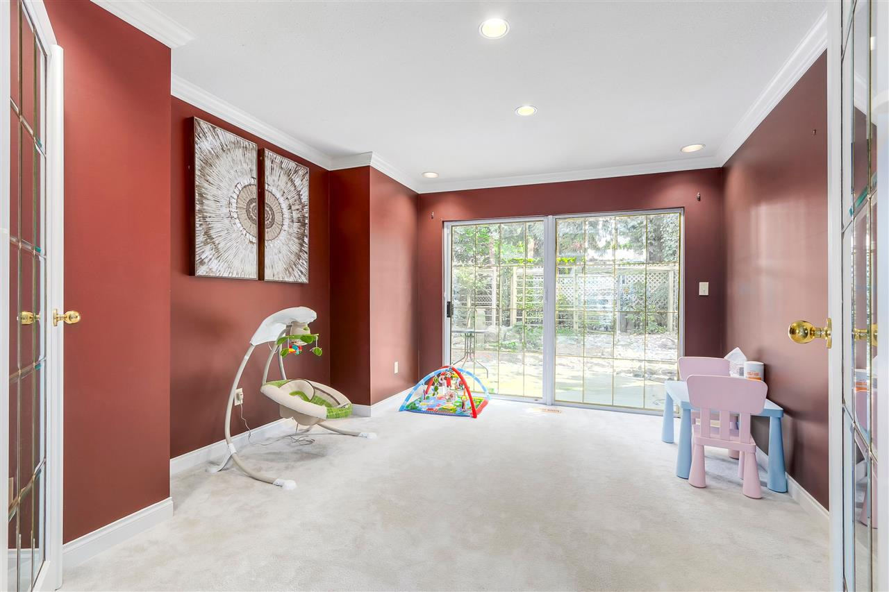 Detached at 13038 SUMMERHILL CRESCENT, South Surrey White Rock, British Columbia. Image 4