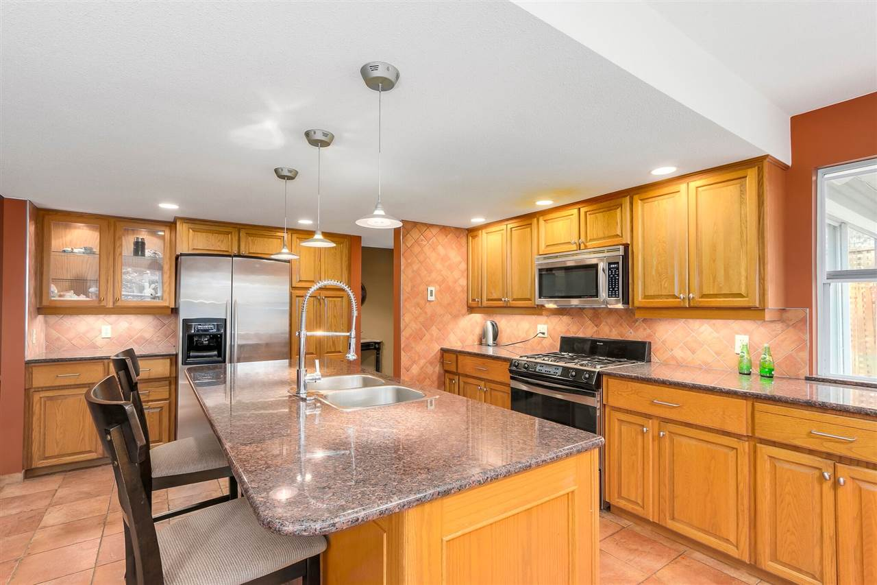 Detached at 13038 SUMMERHILL CRESCENT, South Surrey White Rock, British Columbia. Image 6