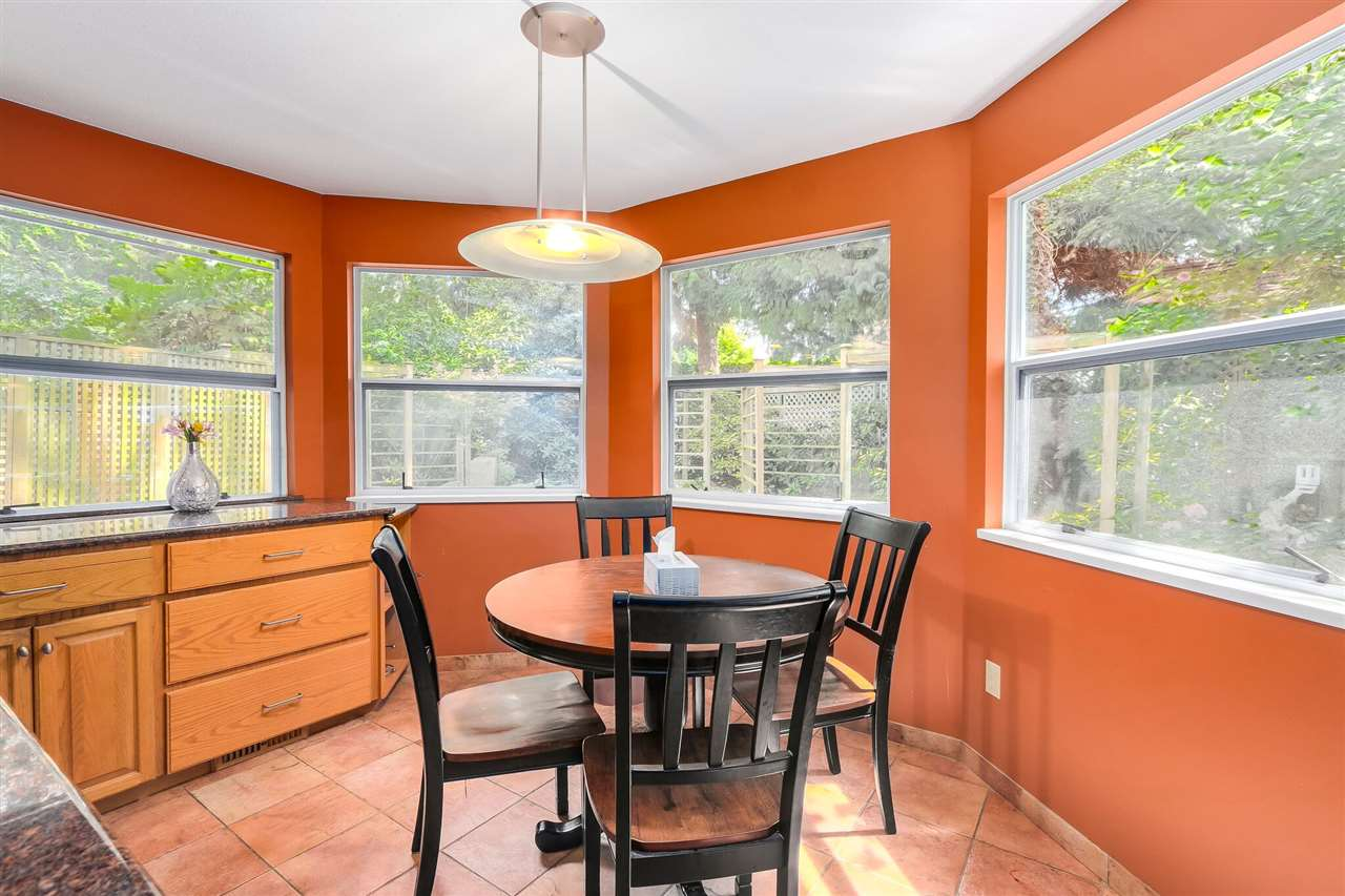 Detached at 13038 SUMMERHILL CRESCENT, South Surrey White Rock, British Columbia. Image 7