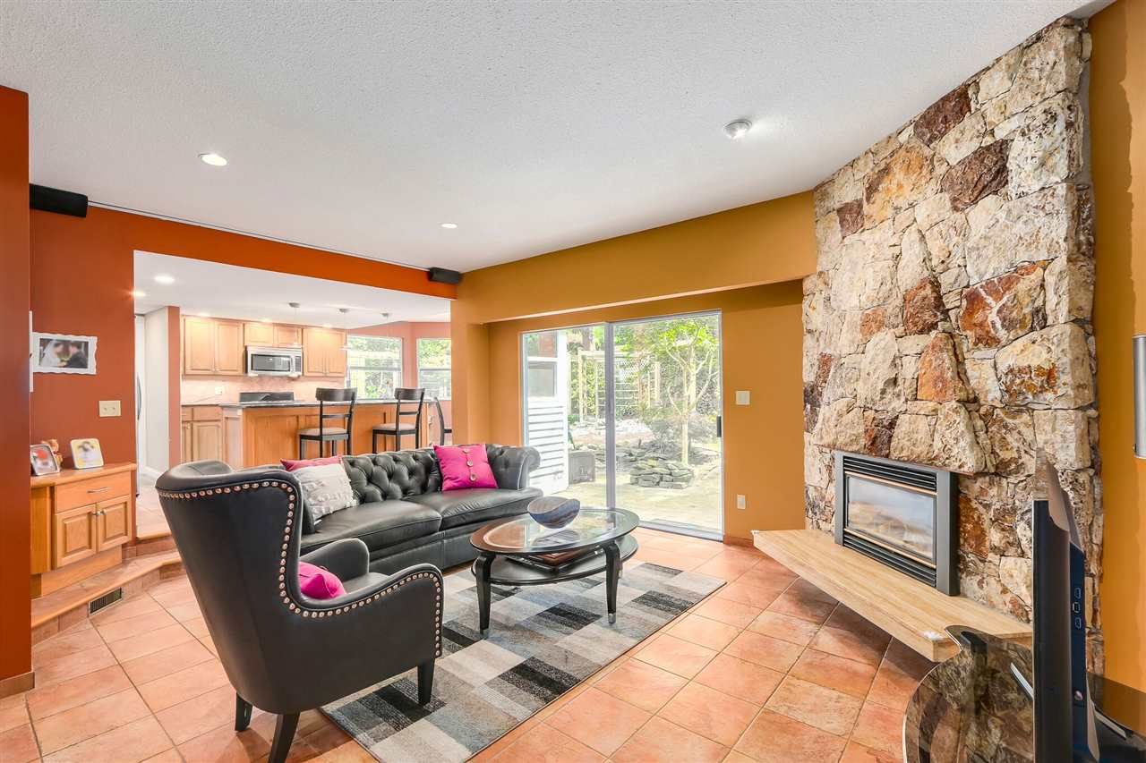 Detached at 13038 SUMMERHILL CRESCENT, South Surrey White Rock, British Columbia. Image 8