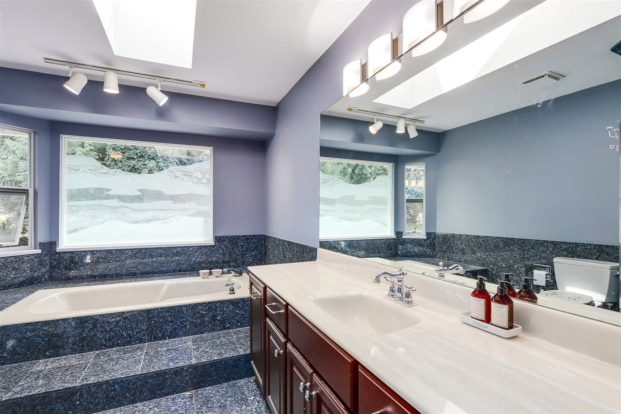 Detached at 13038 SUMMERHILL CRESCENT, South Surrey White Rock, British Columbia. Image 13