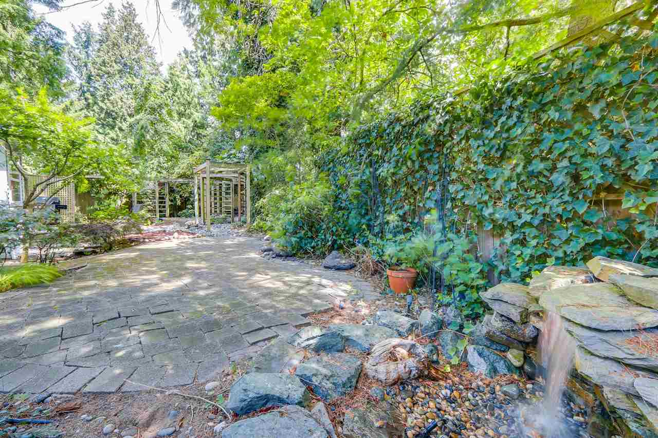 Detached at 13038 SUMMERHILL CRESCENT, South Surrey White Rock, British Columbia. Image 20