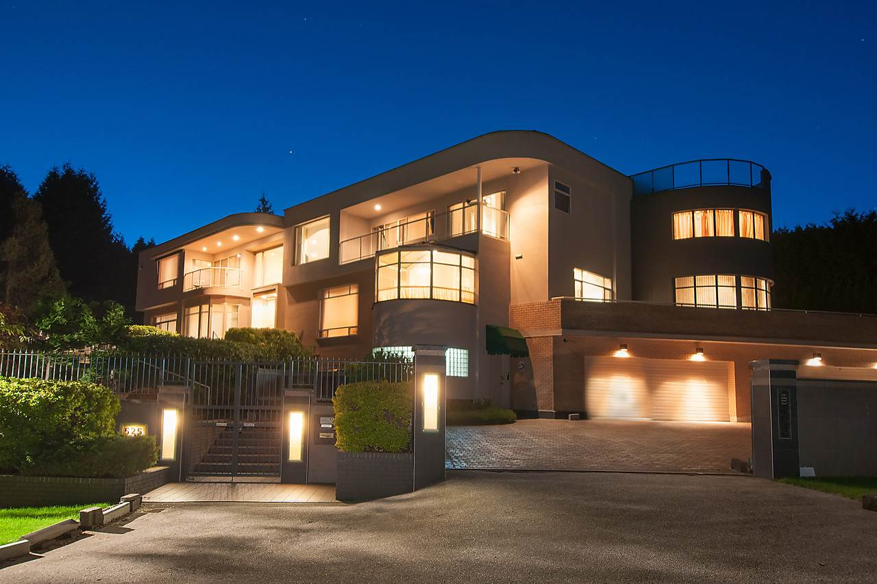 Detached at 525 ROBIN HOOD ROAD, West Vancouver, British Columbia. Image 1