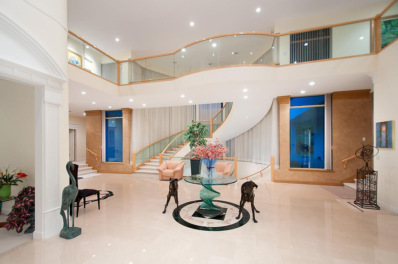 Detached at 525 ROBIN HOOD ROAD, West Vancouver, British Columbia. Image 2