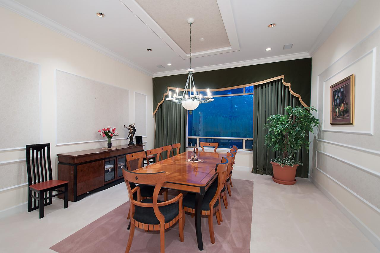 Detached at 525 ROBIN HOOD ROAD, West Vancouver, British Columbia. Image 6