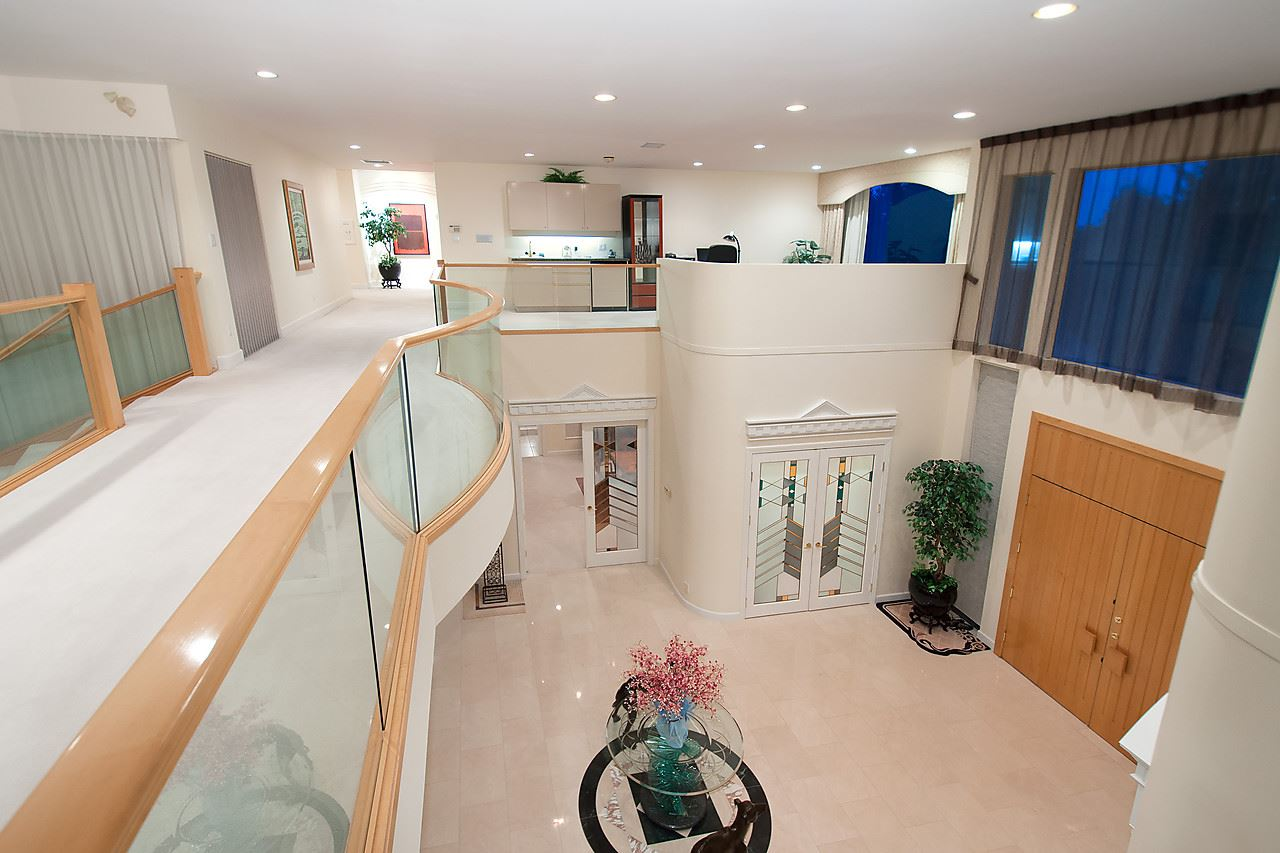 Detached at 525 ROBIN HOOD ROAD, West Vancouver, British Columbia. Image 9