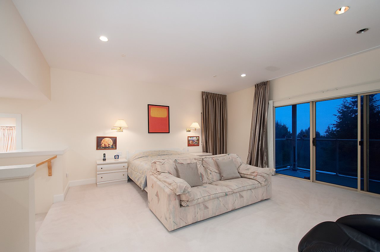 Detached at 525 ROBIN HOOD ROAD, West Vancouver, British Columbia. Image 11