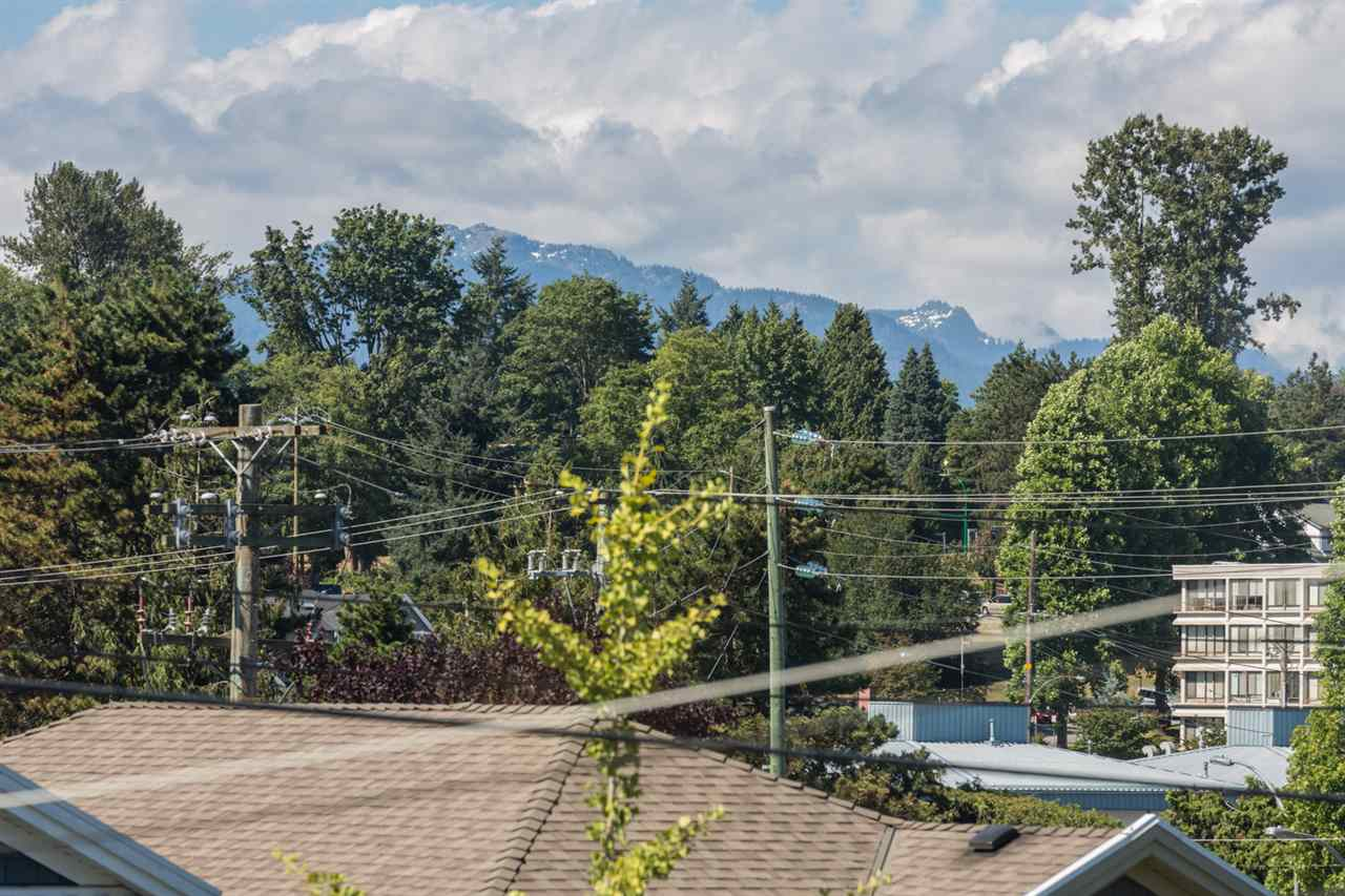 Detached at 116 EIGHTH AVENUE, New Westminster, British Columbia. Image 3