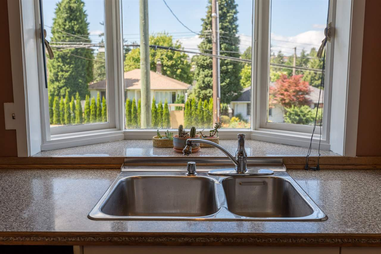 Detached at 116 EIGHTH AVENUE, New Westminster, British Columbia. Image 6
