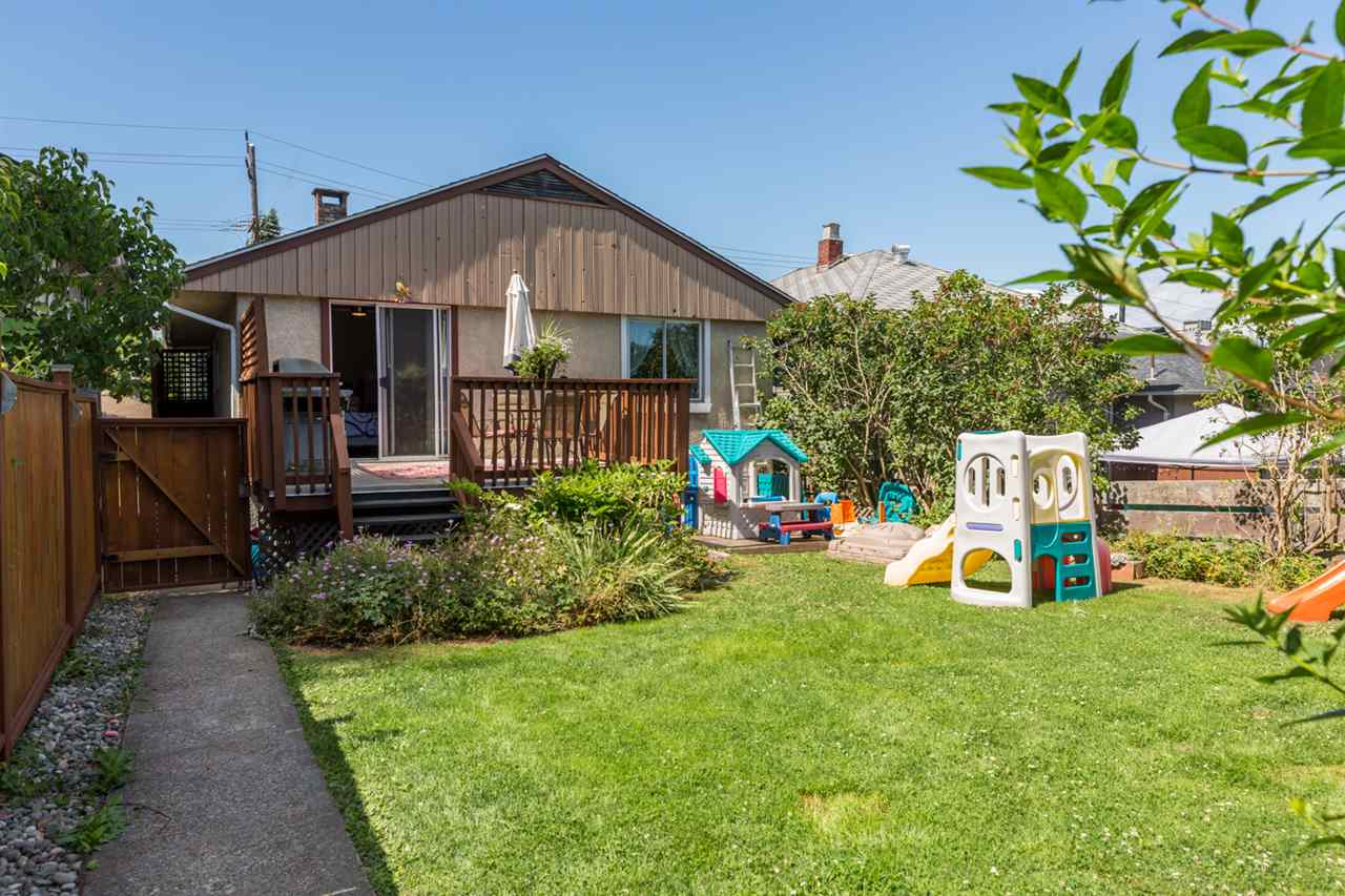 Detached at 116 EIGHTH AVENUE, New Westminster, British Columbia. Image 18