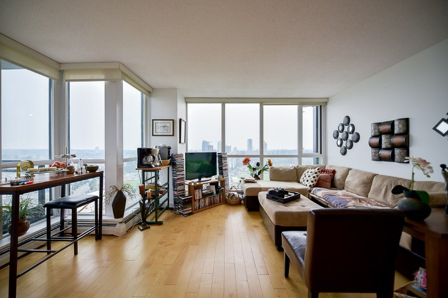 Condo Apartment at 2402 10777 UNIVERSITY DRIVE, Unit 2402, North Surrey, British Columbia. Image 4