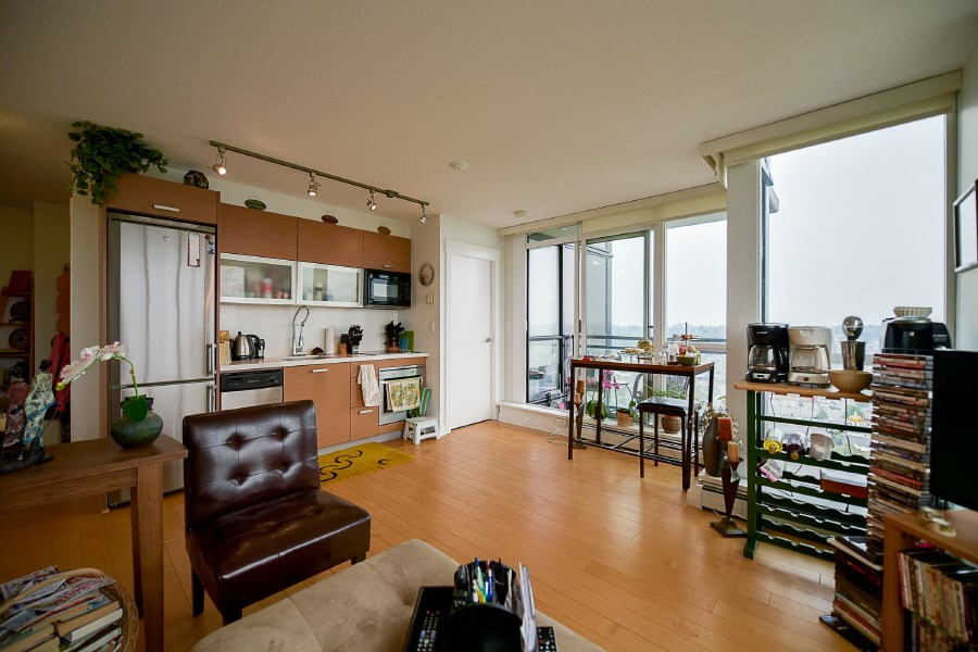 Condo Apartment at 2402 10777 UNIVERSITY DRIVE, Unit 2402, North Surrey, British Columbia. Image 7