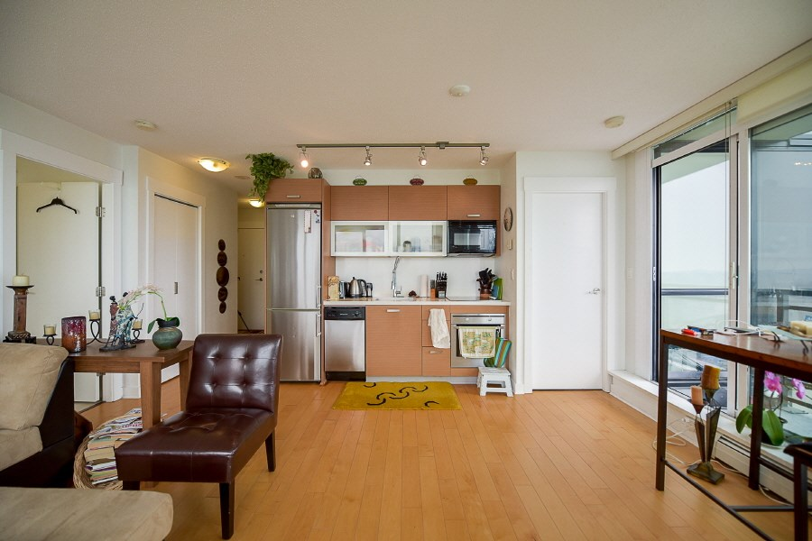 Condo Apartment at 2402 10777 UNIVERSITY DRIVE, Unit 2402, North Surrey, British Columbia. Image 8