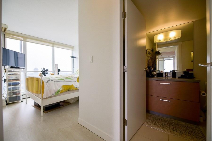 Condo Apartment at 2402 10777 UNIVERSITY DRIVE, Unit 2402, North Surrey, British Columbia. Image 10