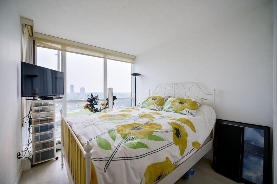 Condo Apartment at 2402 10777 UNIVERSITY DRIVE, Unit 2402, North Surrey, British Columbia. Image 11