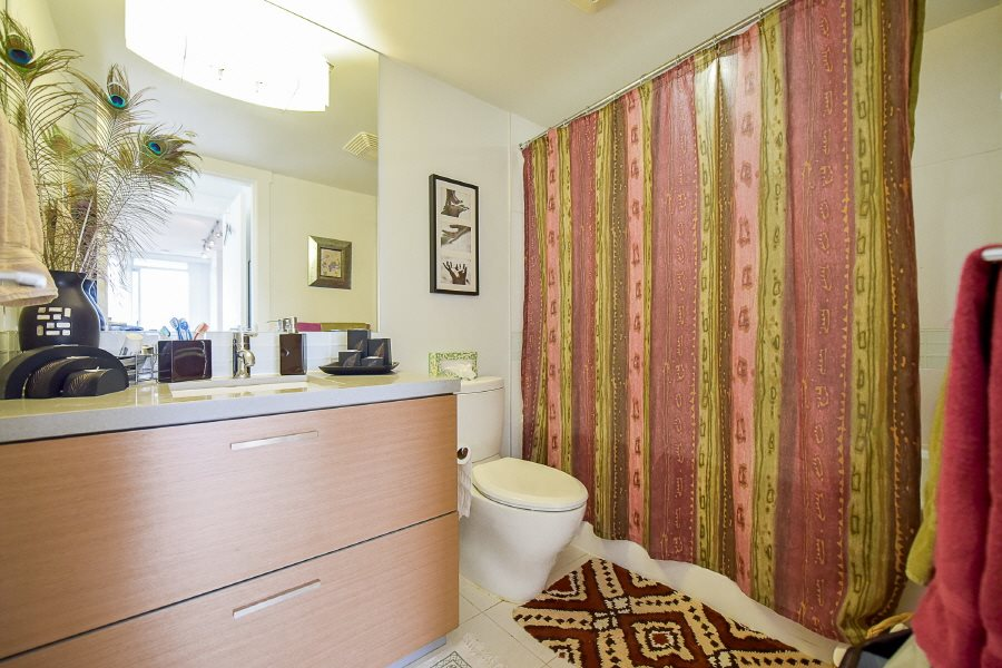 Condo Apartment at 2402 10777 UNIVERSITY DRIVE, Unit 2402, North Surrey, British Columbia. Image 12
