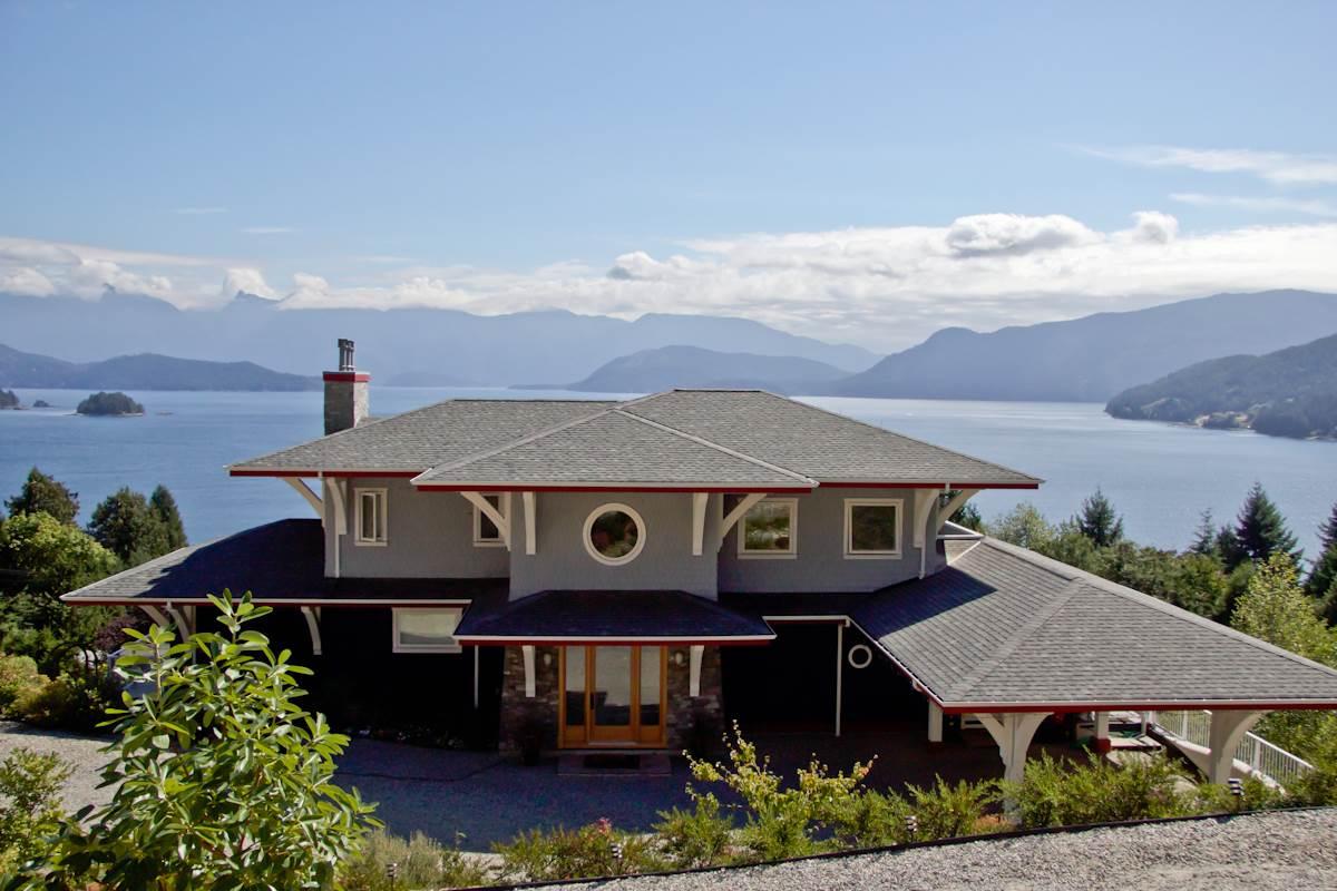 Detached at 1128 TWIN ISLE DRIVE, Sunshine Coast, British Columbia. Image 1