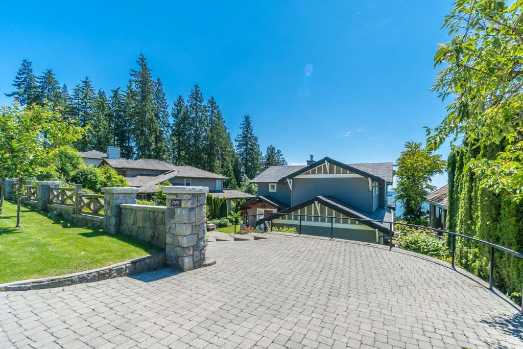 Detached at 2598 CHIPPENDALE ROAD, West Vancouver, British Columbia. Image 2