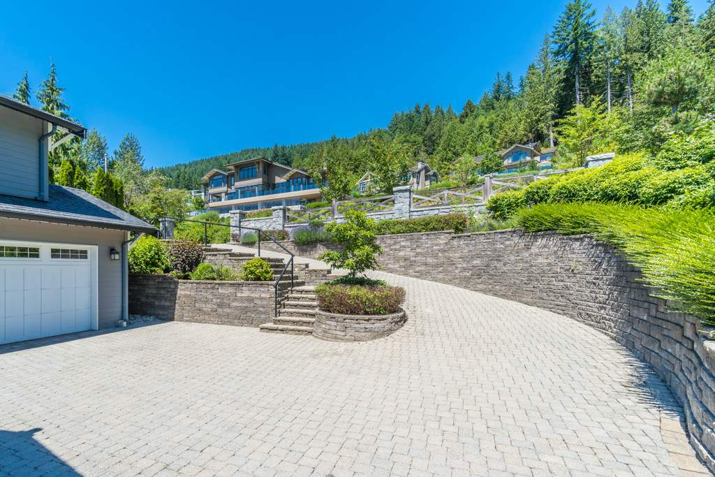 Detached at 2598 CHIPPENDALE ROAD, West Vancouver, British Columbia. Image 3