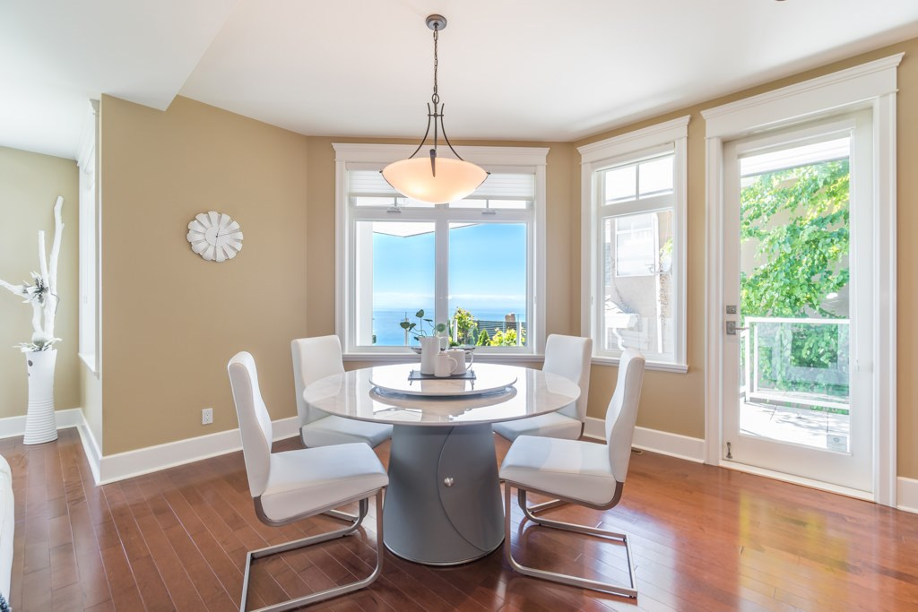 Detached at 2598 CHIPPENDALE ROAD, West Vancouver, British Columbia. Image 10