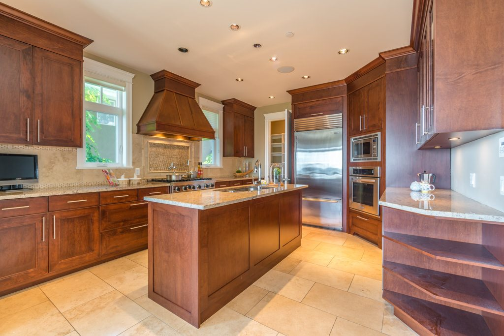 Detached at 2598 CHIPPENDALE ROAD, West Vancouver, British Columbia. Image 11