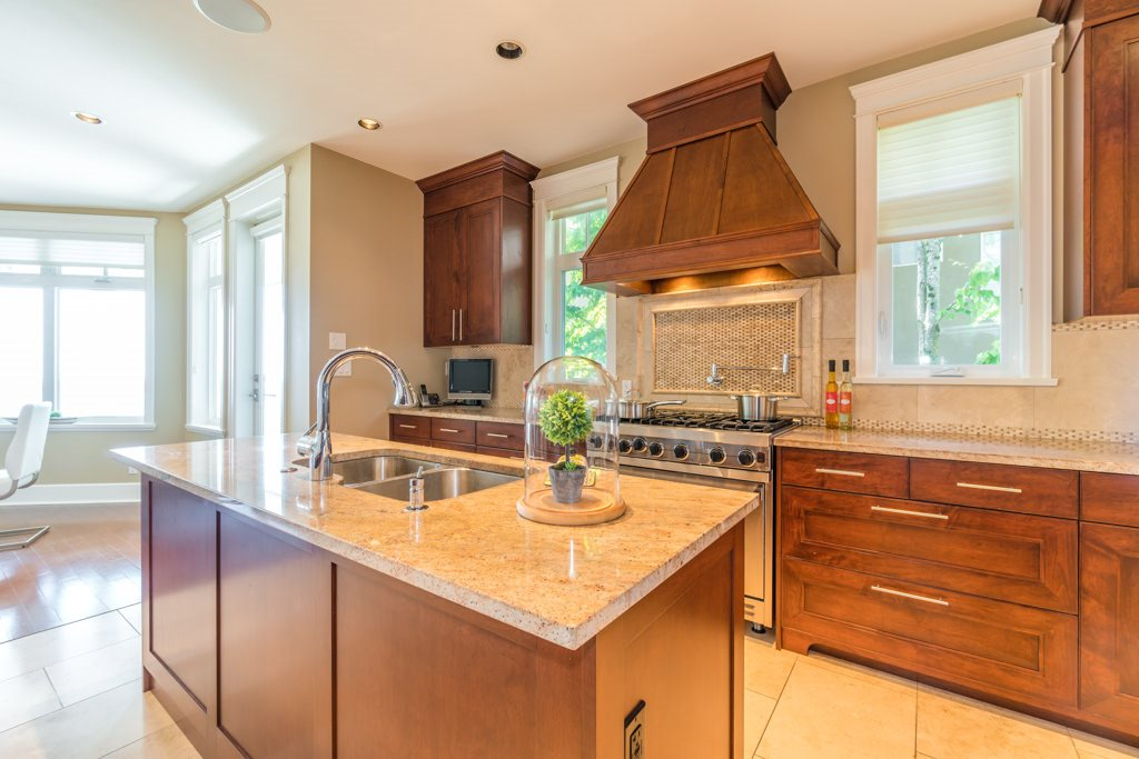 Detached at 2598 CHIPPENDALE ROAD, West Vancouver, British Columbia. Image 12