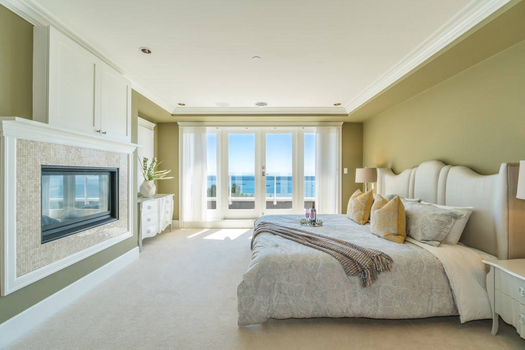 Detached at 2598 CHIPPENDALE ROAD, West Vancouver, British Columbia. Image 17