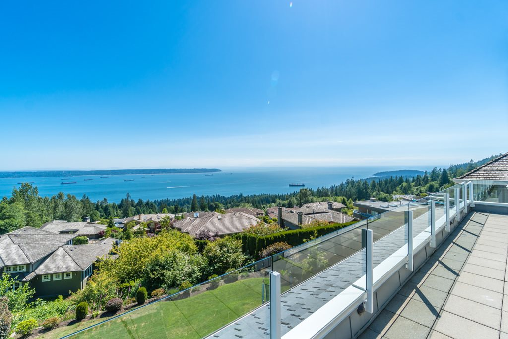 Detached at 2598 CHIPPENDALE ROAD, West Vancouver, British Columbia. Image 18
