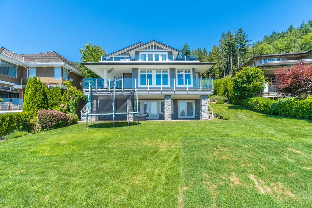 Detached at 2598 CHIPPENDALE ROAD, West Vancouver, British Columbia. Image 19