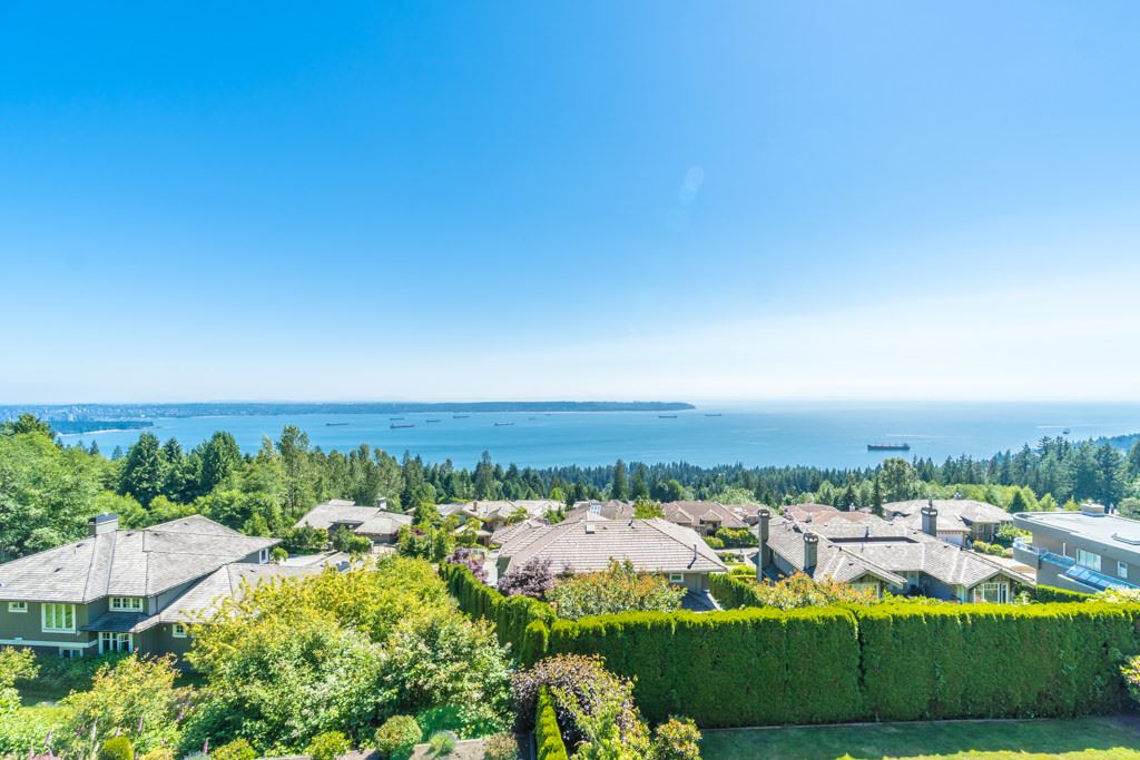 Detached at 2598 CHIPPENDALE ROAD, West Vancouver, British Columbia. Image 20