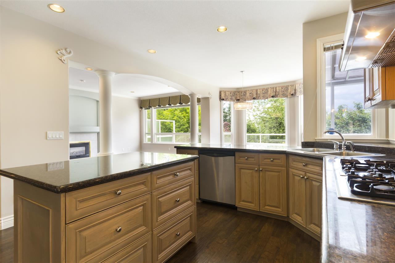 Detached at 211 PARKSIDE DRIVE, Port Moody, British Columbia. Image 5