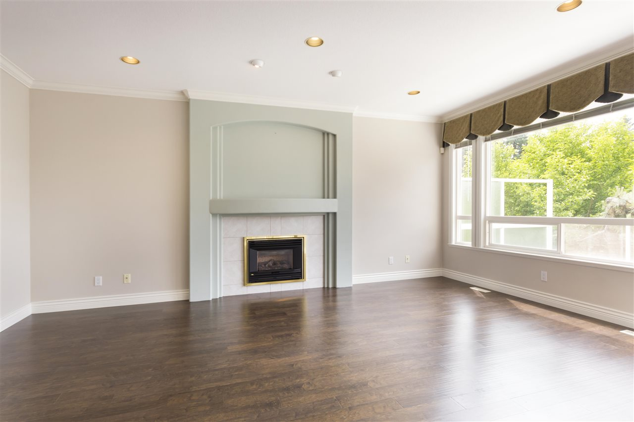 Detached at 211 PARKSIDE DRIVE, Port Moody, British Columbia. Image 7