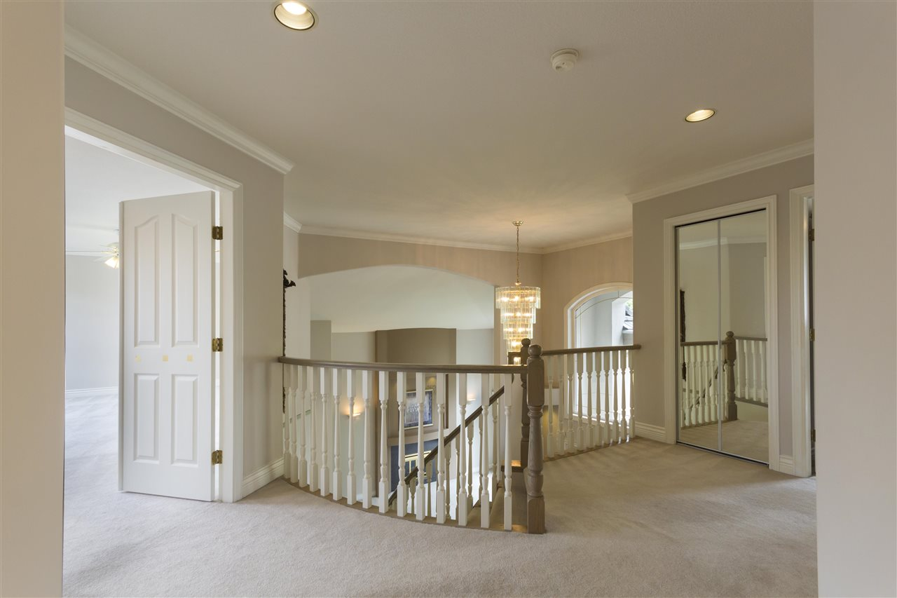 Detached at 211 PARKSIDE DRIVE, Port Moody, British Columbia. Image 9