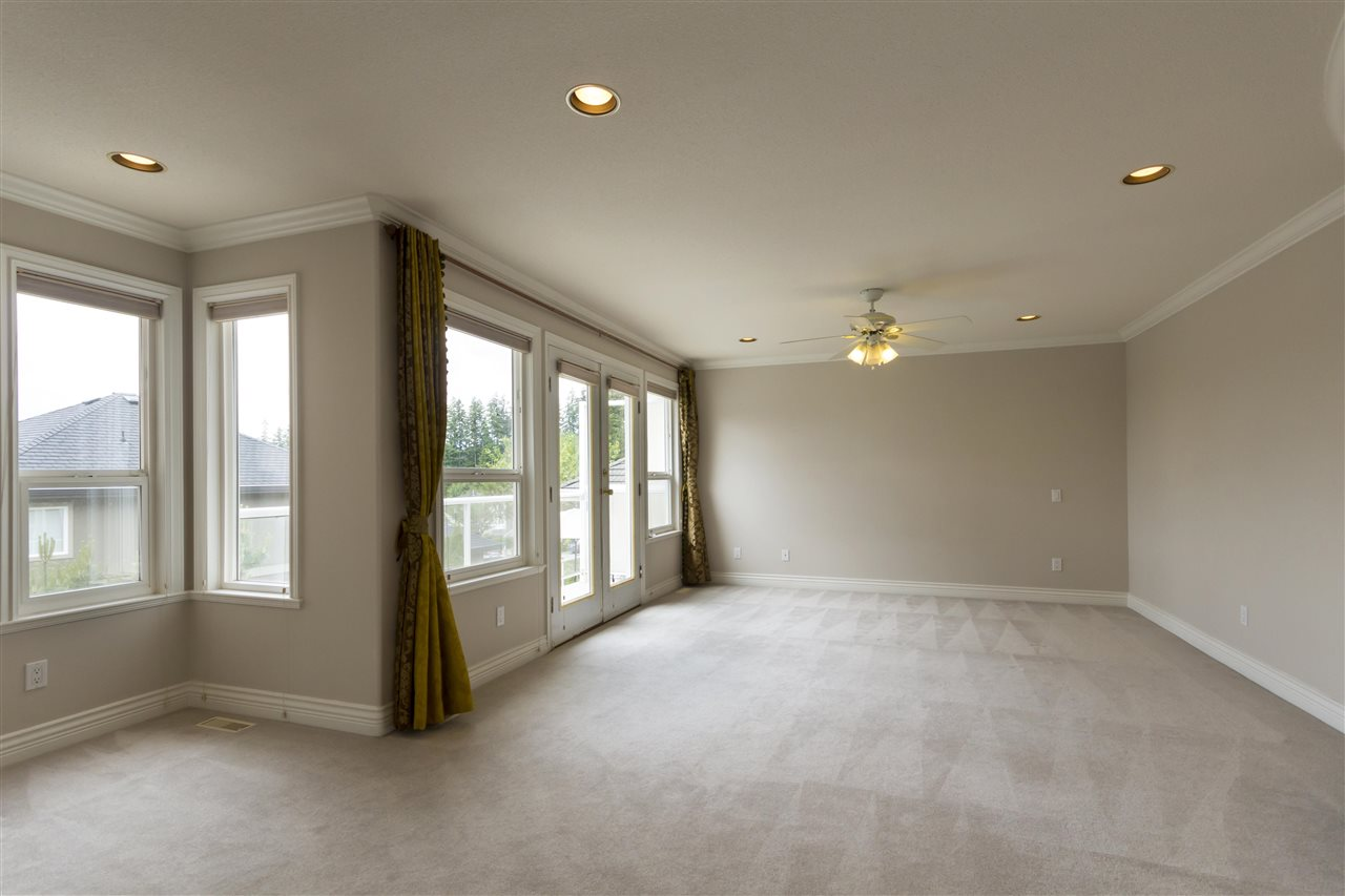Detached at 211 PARKSIDE DRIVE, Port Moody, British Columbia. Image 10