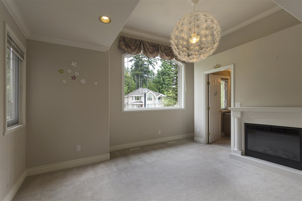 Detached at 211 PARKSIDE DRIVE, Port Moody, British Columbia. Image 12