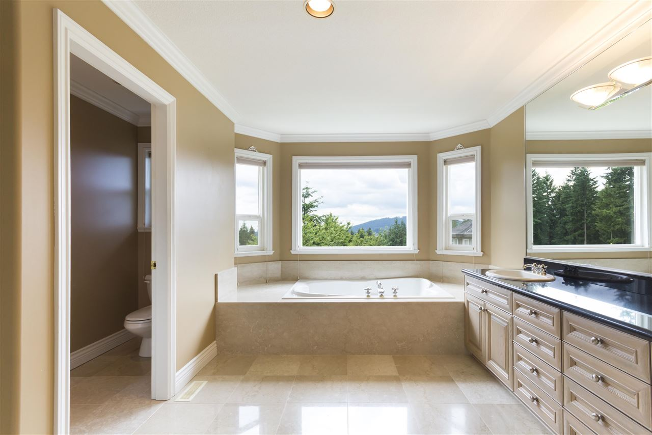 Detached at 211 PARKSIDE DRIVE, Port Moody, British Columbia. Image 14