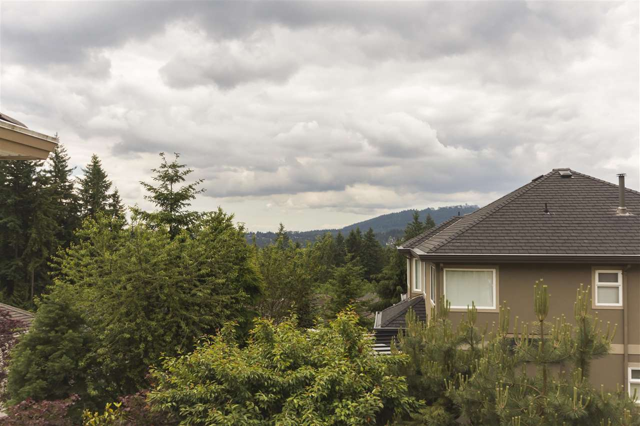 Detached at 211 PARKSIDE DRIVE, Port Moody, British Columbia. Image 20